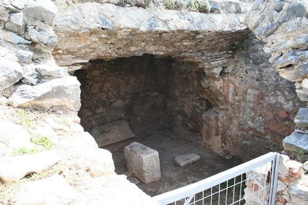 바울이 갇혀 있었던 지하 감옥